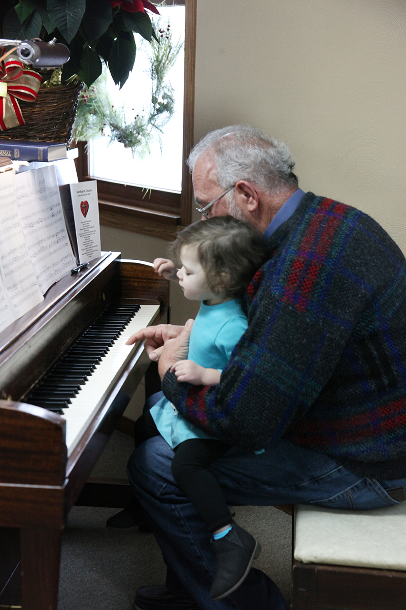Rory Metz giving Gracie Stephens piano lessons!